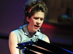 "Imogen Heap plays ""Wait It Out"""