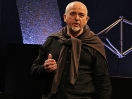 Peter Gabriel lucha contra la injusticia con videos.