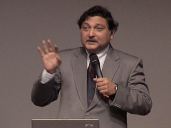 Sugata Mitra shows how kids teach themselves