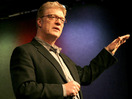 Ken Robinson diras, ke lernejoj mortigas kreemon
