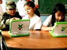 Nicholas Negroposnte leva o OLPC (One Laptop per Child)  para a Colmbia