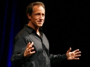 Mike Rowe fait l'apologie du travail, quel qu'il soit.