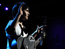 "Kaki King rocks out to ""Pink Noise"""