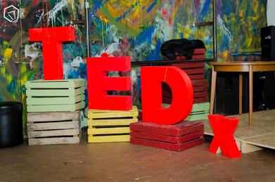 TEDxCzwartekHillLive